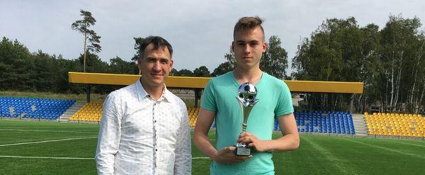 LVJFA prezidentas Klaipėdoje apdovanojo Elitinės U-19 lygos rezultatyviausią žaidėją