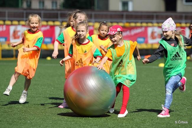"Rugsėjį mergaites džiugins ""Live Your Goals"" futbolo festivaliai"
