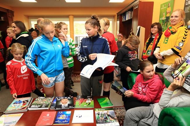 Vaikai įkvėpimo sėmėsi ekskursija po Futbolo namus