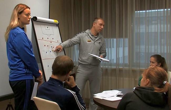 Jaunių rinktinių žaidėjų treneriai tobulinosi ir bendravo seminaruose