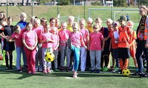 Merginų futbolo banga atsirita į Klaipėdą