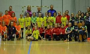 """Mergaičių mažojo futbolo čempionatą laimėjo """"Banga"""""""