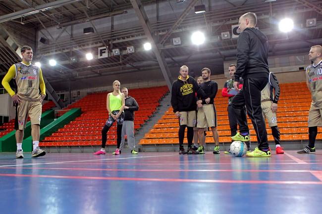 Futsalo aikštėje save išbandė ir žinomi žmonės