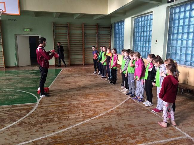 """""""Džiugo"""" treneris vedė futbolo pamokas Telšių mokyklose"""