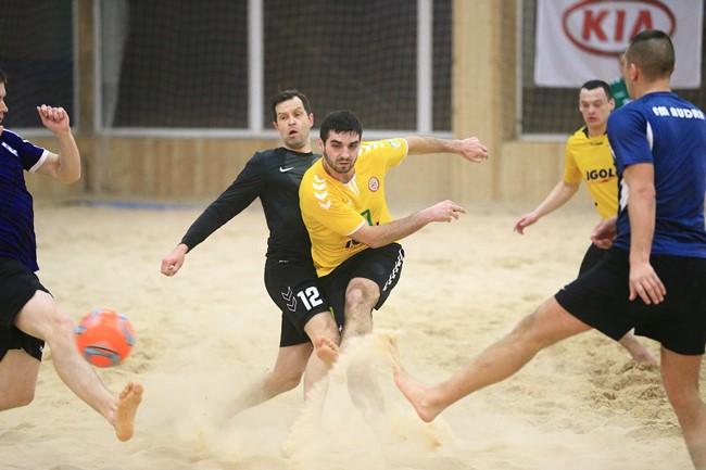 Vilniaus paplūdimio futbolo pirmenybėse prasidėjo medalių dalybos