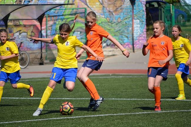 Sugrįžta LMFA mergaičių čempionatų kovos