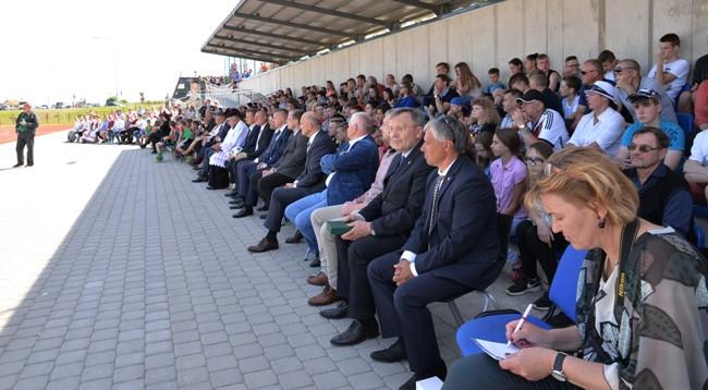 Molėtuose atidarytas rekonstruotas miesto stadionas