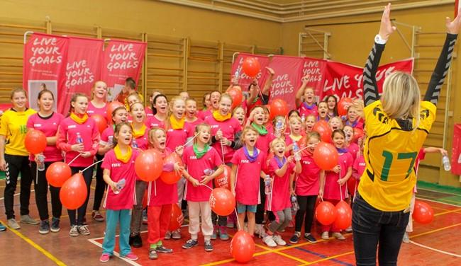 Kviečia surengti futbolo festivalį mergaitėms