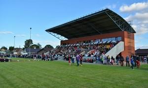 Atidarytas rekonstruotas Jurbarko stadionas