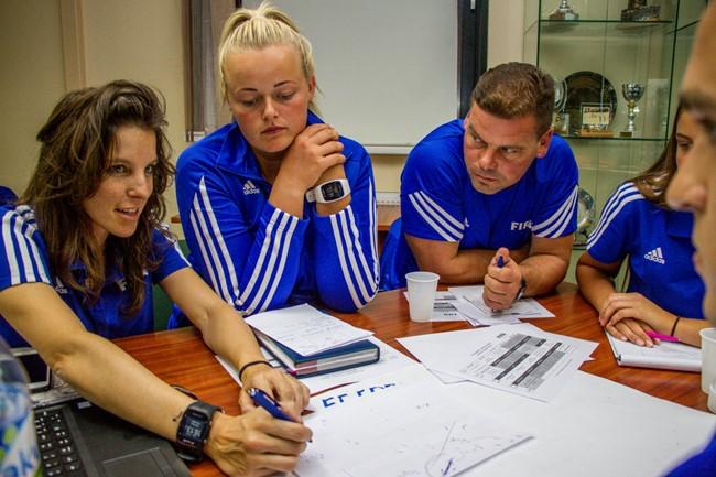 Moterų futbolo treneriams žinias perteikė lektorė iš Ispanijos
