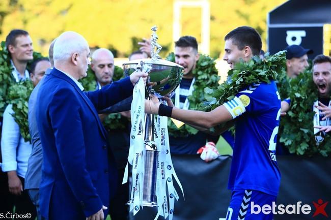 """Paaiškės """"SHARP LFF taurės"""" turnyro finalininkai"""