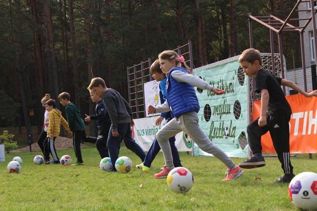 Futbolo šventė Kačerginėje įtraukė gausų būrį vaikų