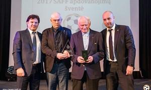 Apdovanojo Šiaulių futbolo legendą