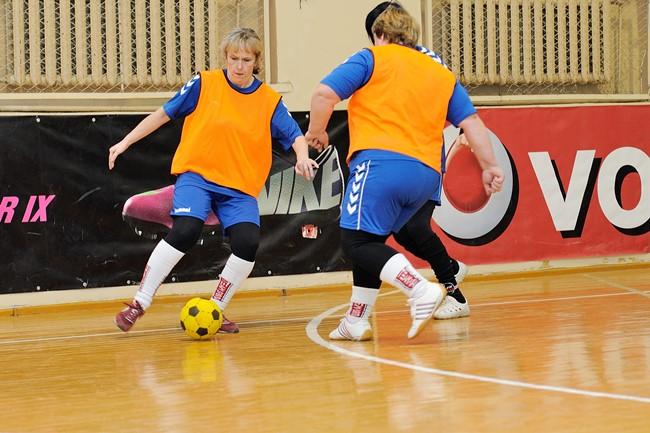 Futbolui amžius nesvarbu: startuos trečiasis močiučių futbolo čempionatas