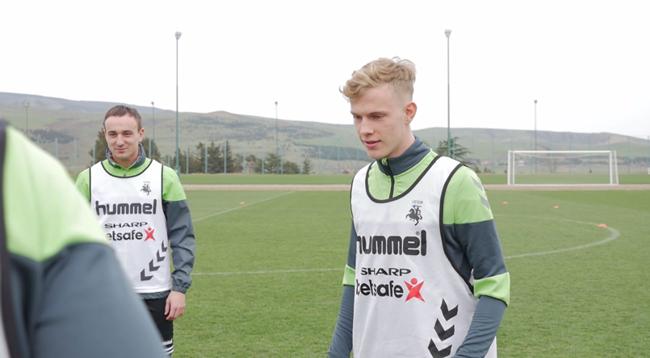 Vaikystės draugai kartu pluša pirmojoje Lietuvos rinktinės stovykloje