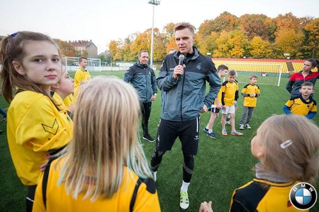 E. Jankauskas ves į pergales vaikų globos namų komandas