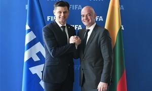 FIFA prezidentas priėmė kvietimą atvykti į Lietuvą