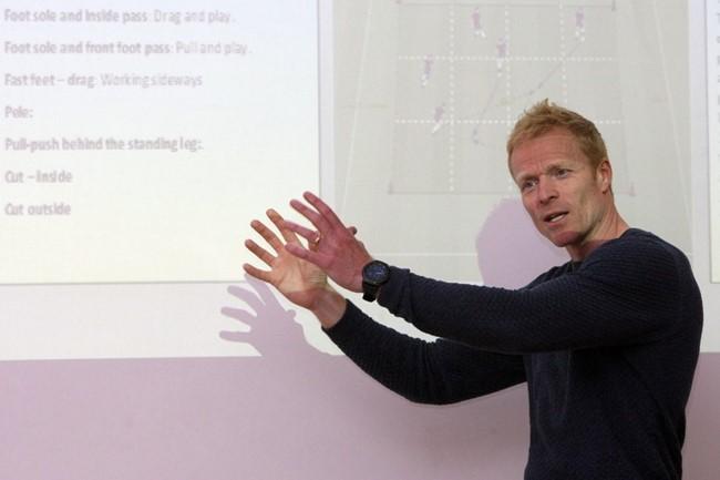Futbolo treneriai ir akademijų atstovai seminare susipažino su daniška jaunimo ugdymo programa