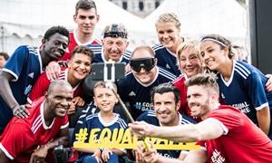 #EqualGame herojė R. Kartavičienė žaidė futbolą su L. Figo ir E. Abidaliu