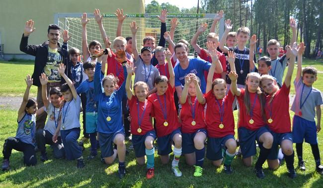 Futbolo šventė subūrė Ruklos bendruomenę ir pabėgėlius