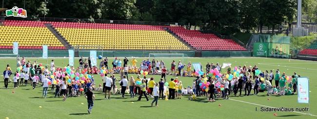Tarptautinę vaikų gynimo dieną trys kartos paminės LFF stadione
