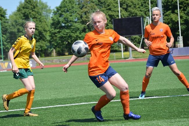 Stipriausios merginų komandos rytoj susirungs Šventupėje