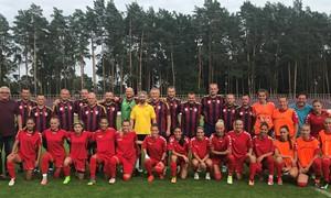 Alytuje Lietuvos čempionės išbandė jėgas su vietos veteranais