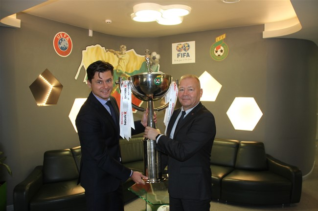 Finalo dvikovos šeimininkams perduotas trofėjus