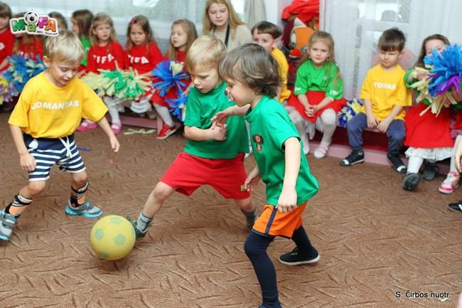 Ikimokyklinio ugdymo įstaigos ieško futbolo užsiėmimus vedančių trenerių