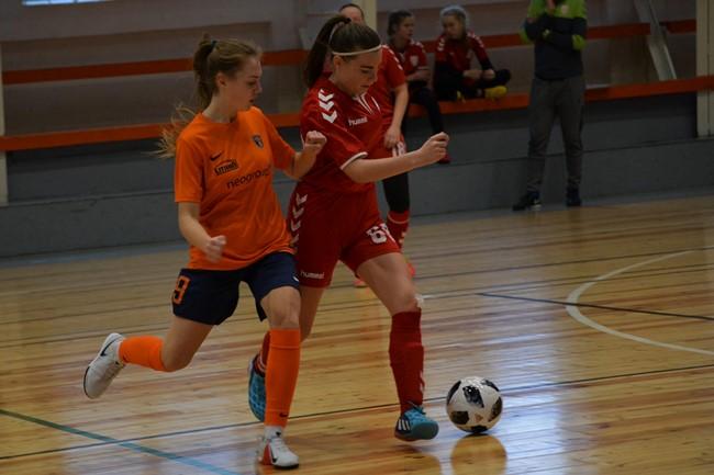 Moterų salės futbolo čempionatas startavo įvarčių gausa