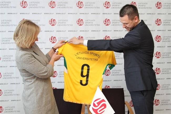 LFF bendradarbiaus su Lietuvos sporto universitetu