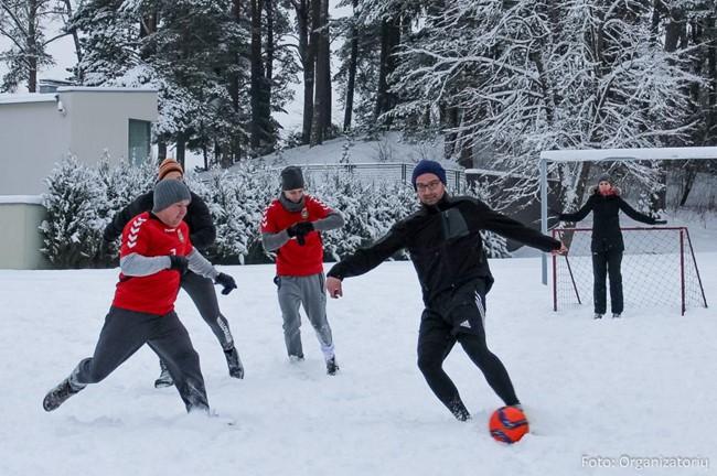 Tradicinis profesijų futbolo turnyras naujus metus pasitiko ant sniego