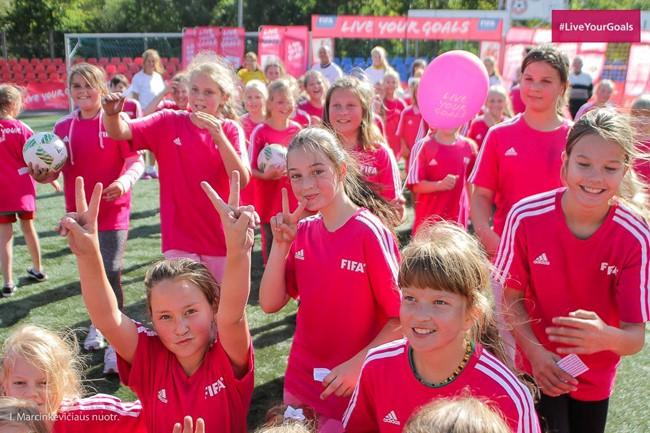 Birželio 9-ąją šurmuliuos futbolo festivalis mergaitėms