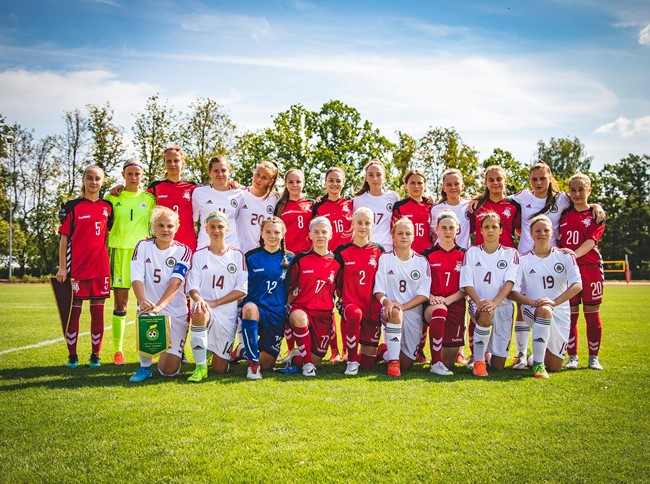 Futbolo aikštėje – Baltijos sesių vienybė