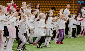 """Vilniuje maniežą baltai nudažė """"Futboliuko Kalėdos"""""""