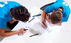 Du berniukai iš Vilniaus prisidėjo prie 2020 m. UEFA Supertaurės rungtynių kamuolio dizaino kūrimo