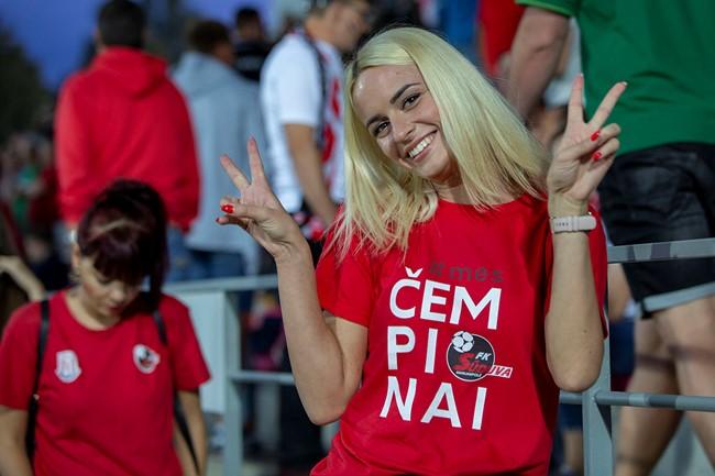 """Marijampolietės apie futbolą: """"Užburia ir įtraukia"""""""