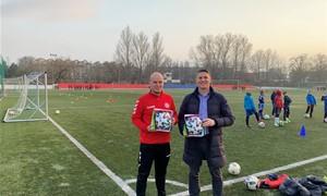 SHARP EJL čempionato čempionato komandoms įteikti oficialūs kamuoliai