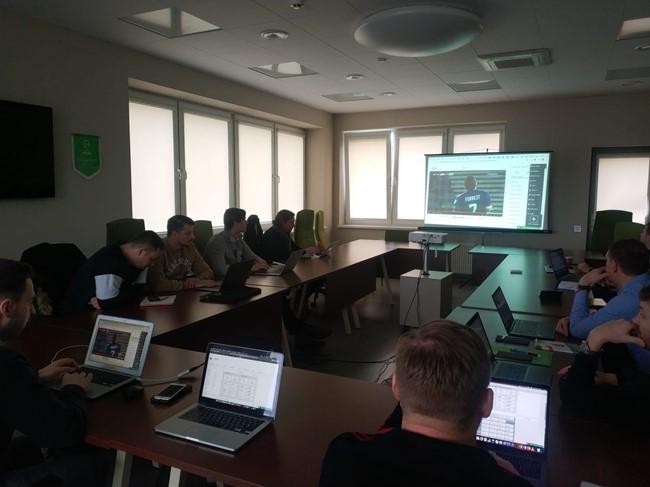 """Rinktinių treneriams surengtas darbo su """"InStat Scout"""" platforma seminaras"""