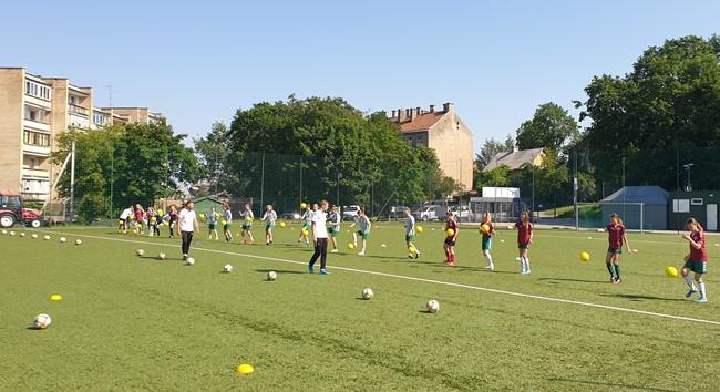 LFF tęsia atvirų treniruočių sesijas Vilniaus regiono merginoms