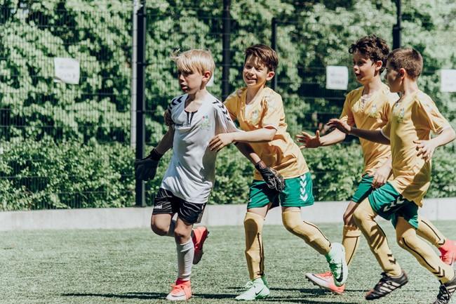 Stiprinama jungtis tarp pradinių mokyklų ir futbolo organizacijų