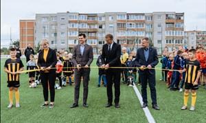 Oficialiai atidaryta naujoji dirbtinės dangos aikštė Šiauliuose