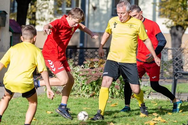 Futbolą šeimos žaidė Kauno muziejuje