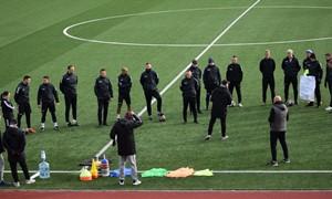 UEFA mokymus baigusiems 55 futbolo treneriams įteikti diplomai ir licencijos