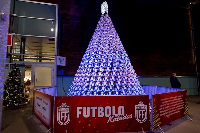 Vilniuje – socialinė LFF iniciatyva ir rekordinio aukščio šventinė dekoracija