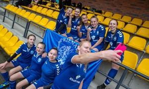 Futbolui neabejingos moterys kviečiamos išbandyti jėgas Regioninėje lygoje