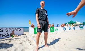 V. Gomolko – tarp paplūdimio futbolo čempionato atrankos finalo teisėjų