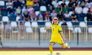 Geriausia Lietuvos futbolininkė L. Vaitukaitytė – apie legionierės kelią ir ypatingą apdovanojimą