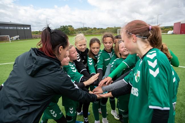Mergaičių futbolo varžybų diena įtraukė Kauną ir Klaipėdą