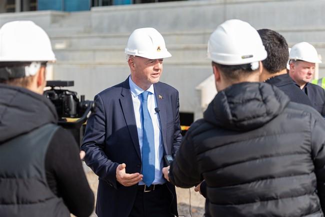 FIFA prezidentas apsilankė Kaune kylančiame stadione